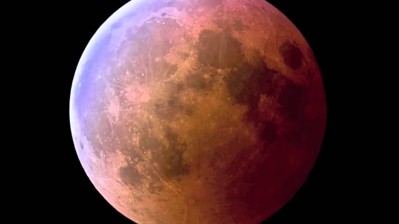 Pembe Süper Ay, siyah gökyüzü üzerinde süper pembe ay resmi.