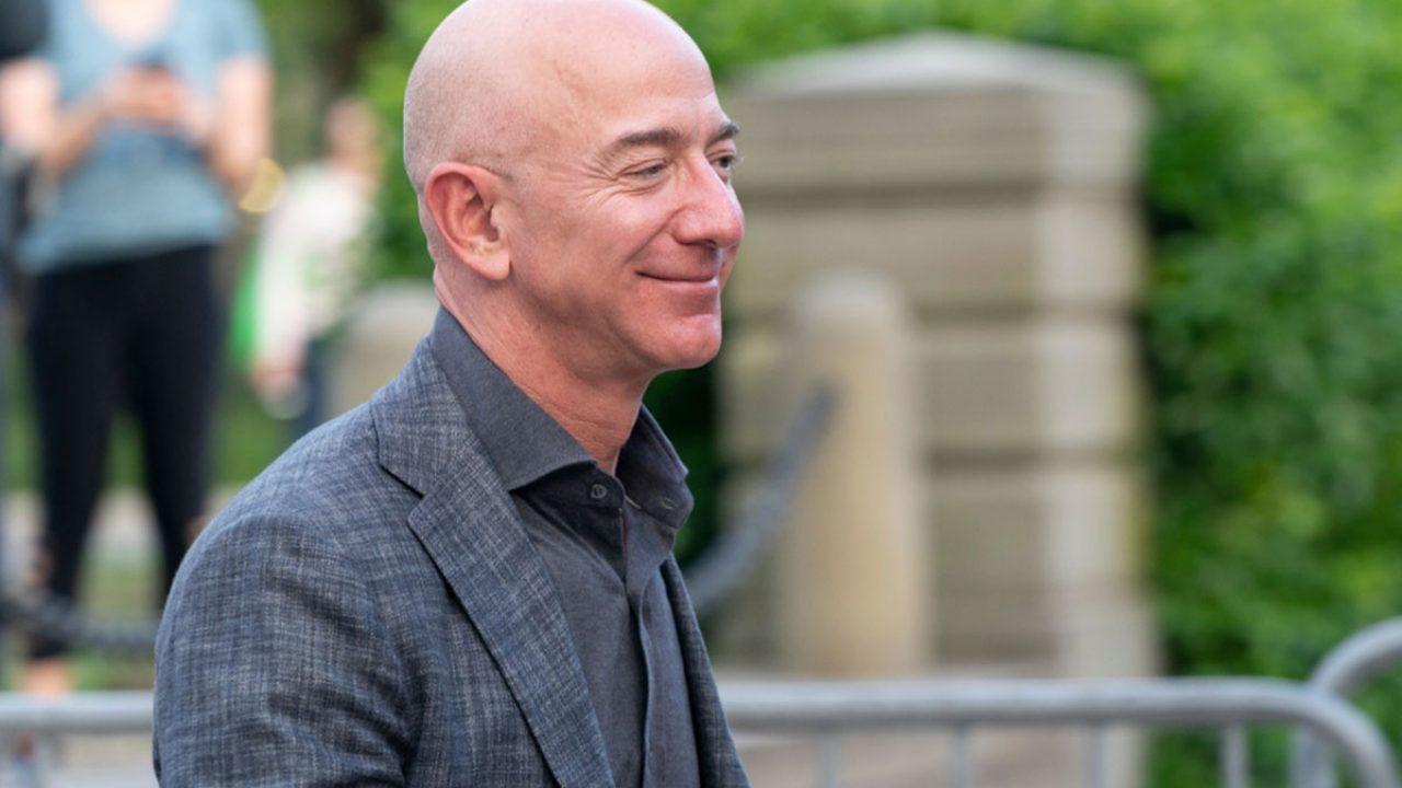 Amazon CEO'su Jeff Bezos yerini Andy Jassy'e bırakacak